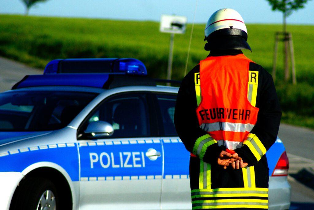 Polizei und Feuerwehr sorgen für Sicherheit